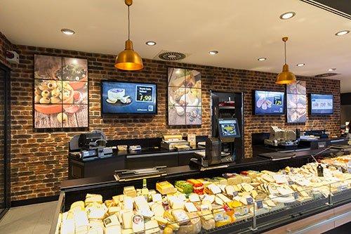Pfeilstetter Poing 2015 Digital Signage Angebotsdisplay Lebensmitteleinzelhandel