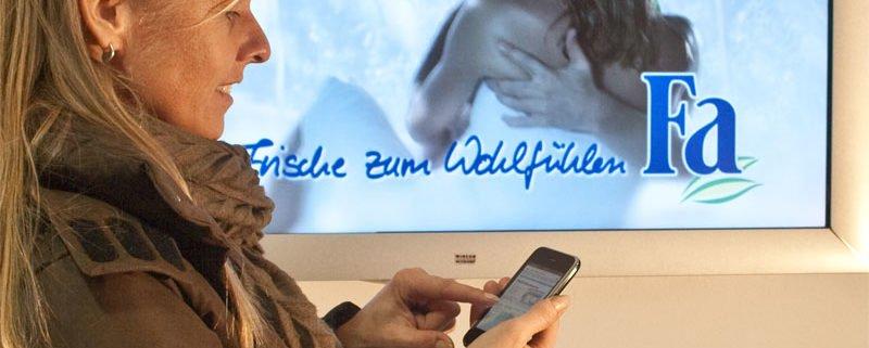 Frau Mobil Telefon Hintergrund Display Digital Signage