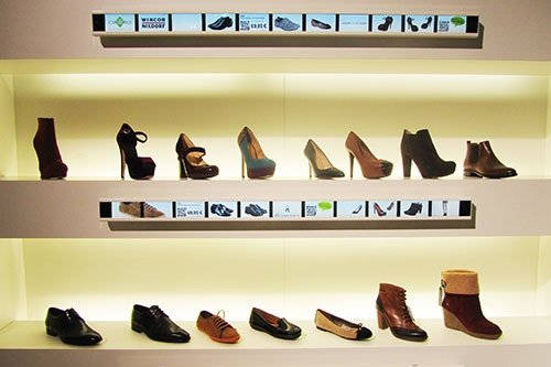 Digital Signage Digitale Regalleisten Fashion Schuhe