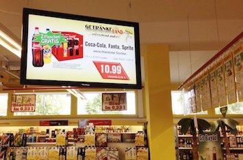 Digitales Display mit Angebotswerbung bei Getränke Heidebrecht