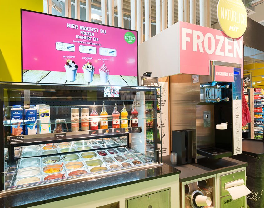 HIT Hohle Digital Signage Display Frozen Joghurt über der Eis Maschine