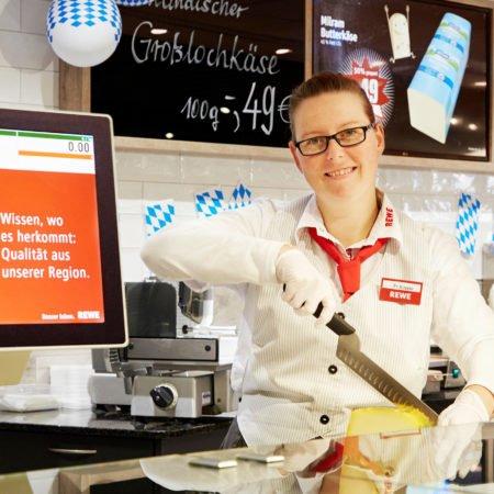 REWE Dortmund Kamen Waagen Theken Display mit Bedienung