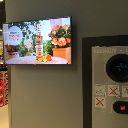 REWE FürSie Cash Future Store Bonn Digital Signage Display Werbung