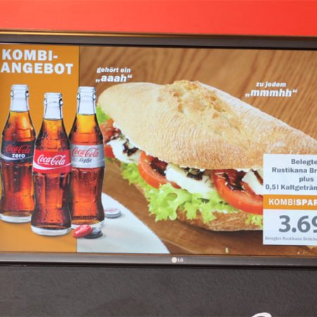 Digital Signage Display Kombi Angebot Bäckerei Glockenbrot