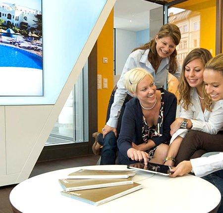 Digitale Beratung in einem Sonnenklar Reisebüro der TVG