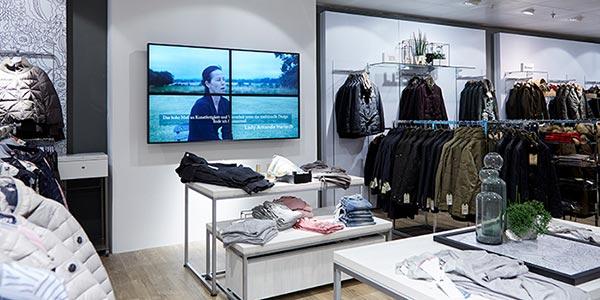 Videowall mit Produktangeboten als Teil der Digital Signage Lösung im Modehaus dodenhof