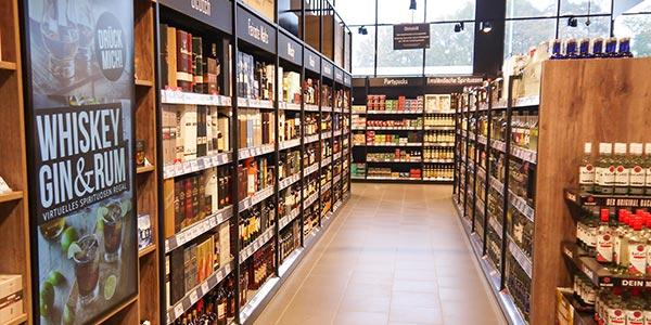 Spirituosenregal mit digitalem Regal der Online Software AG im Marktkauf Meppen