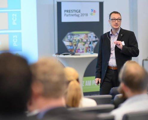 Produktmanager Peter Woetzel referiert auf dem PRESTIGE Partnertag 2018