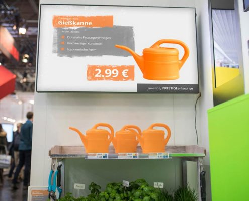 DIY Lösungen für Digital Signage und Etikettendruck am Pflanzregal mit Gießkanne