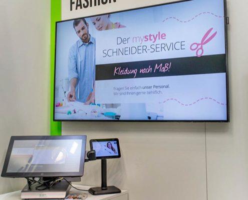 Fashion Kasse mit zusätzlichen Kundenbildschirm und Großformatbildschirm mit Angeboten