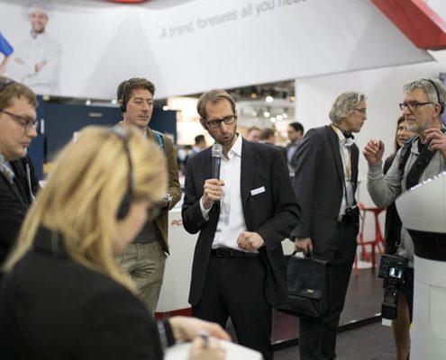 Interview Dr. Ulrich Reiser und Roboter Paul auf der EuroCIS