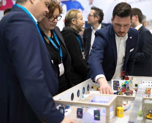 IoT Store Allgeier ES am Stand der Online Software AG auf der Retail-Messe EuroCIS