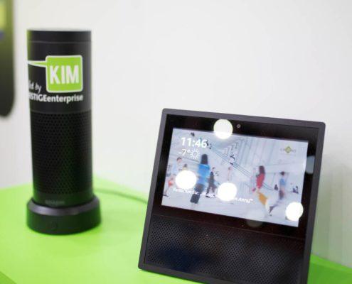 Lösungen für Alexa Show für den Einsatz des Sprachassistent mit digitaler Anzeige im Handel