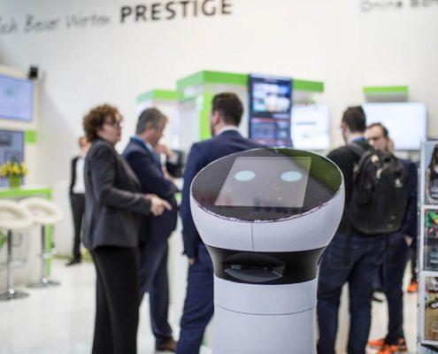 Roboter Paul am Stand der Online Software AG auf der EuroCIS