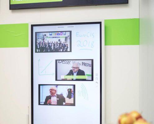 Digitales Flipchart Flip von Samsung am Stand der Online Software AG auf der EuroCIS