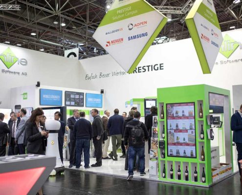 Digitales Regal am Stand der Online Software AG auf der EuroCIS