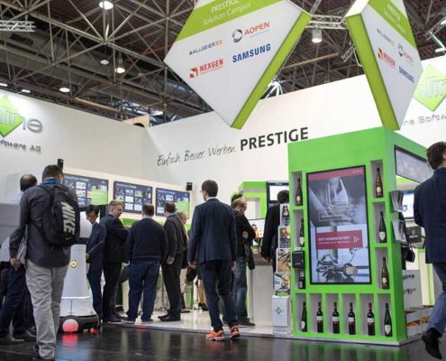 Stand der Online Software mit digitalem Regal auf der Retail Messe EuroCIS