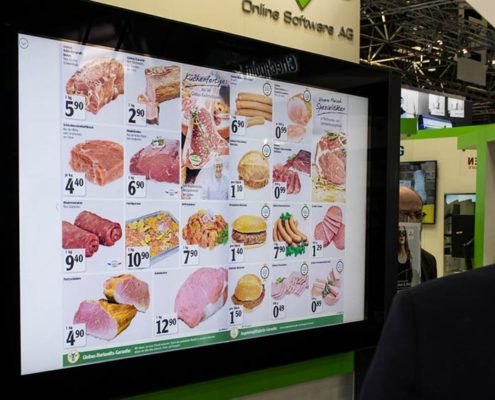 Schaukasten mit Touchbildschirm am Stand der Online Software AG auf der EuroCIS