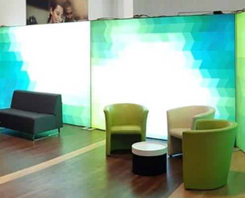 """Sitzecke im Retail Lab """"WhiteBox"""" der Future City Langenfeld"""