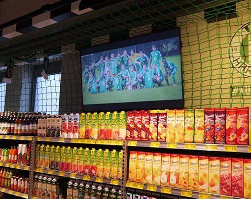 Regaletiketten und lokales Digital Signage im Getränkemarkt von EDEKA Nord Meibohm