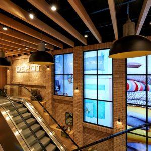 Depot setzt Bildschirme effektvoll in Fenster-Optik ein