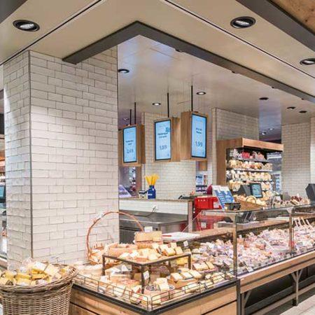 Digital Signage Lösungen an der Käsetheke - EDEKA Niemerszein
