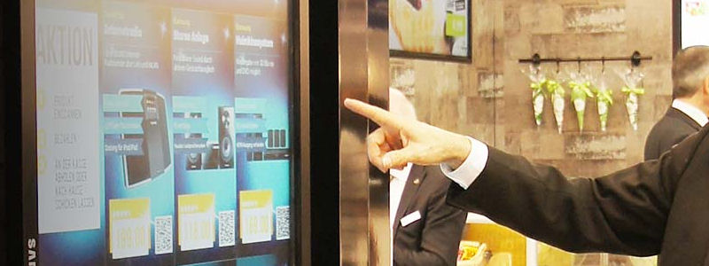 Digital Signage Stele als Infinity Shopping Shelf